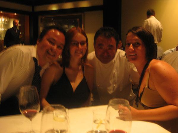 Chillin' with our main man Tetsuya.  Pity the photos so damn blurry